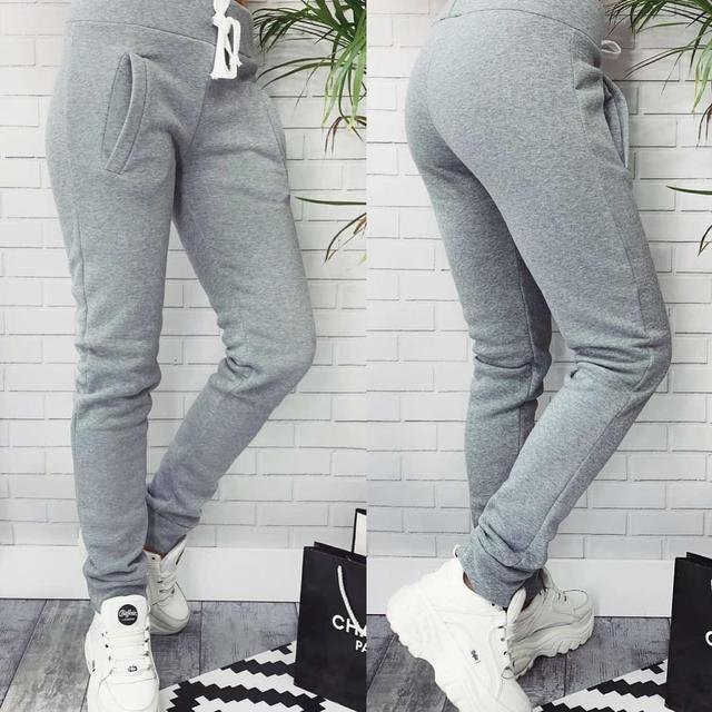 Теплые спортивные штаны из трехнитки на флисе светло серые зимние штаны