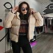 Объемный дутый зимний пуховик куртка мини короткий с карманами капюшоном песочный бежевый, фото 8