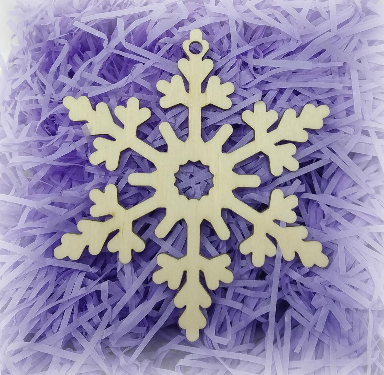 Снежинка деревянная резная для декора
