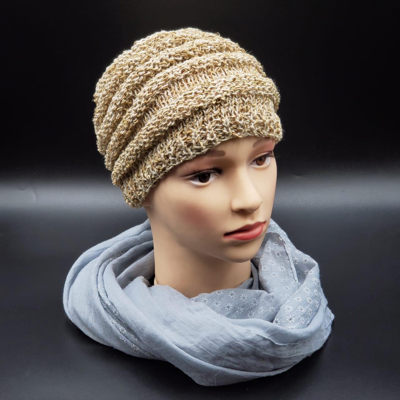 Шапочка плотной вязки натуральная из Непала ручной работы женская,натуральная.