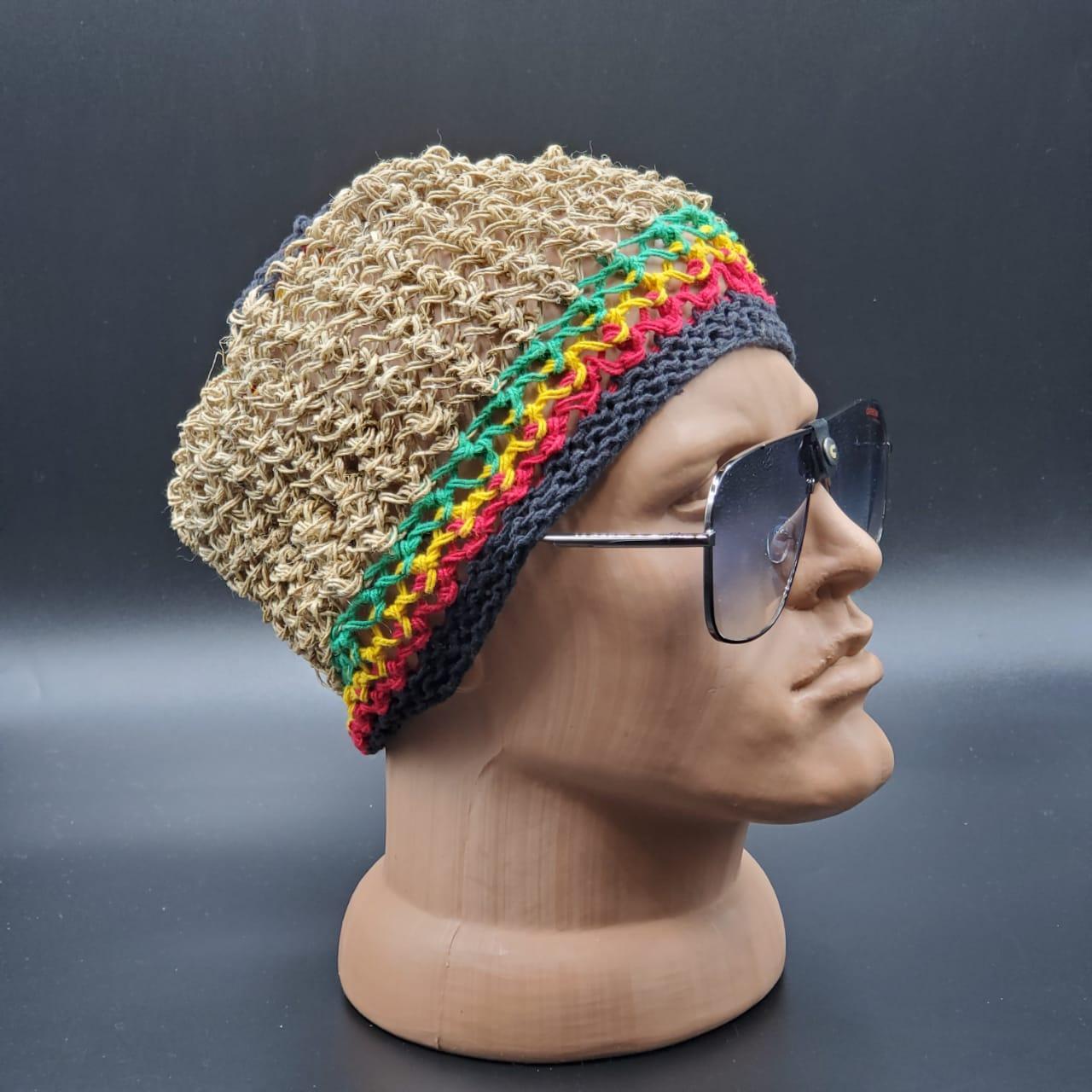 Вязаная шапочка натуральная из Непала ручной работы мужская,натуральная.