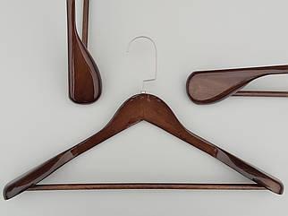 Довжина 45 см. Плічка вішалки тремпеля дерев'яні широкі коричневого кольору з багатошаровим покриттям лаком.