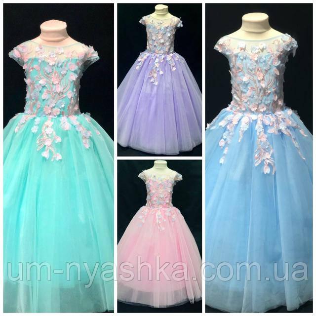 Нежное платье, украшенное цветами