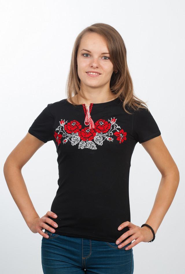 Черная футболка с вышивкой
