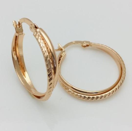 Серьги кольца Fallon, с ребрами с боку, высота 26 мм ширина 4 мм, позолота 18К