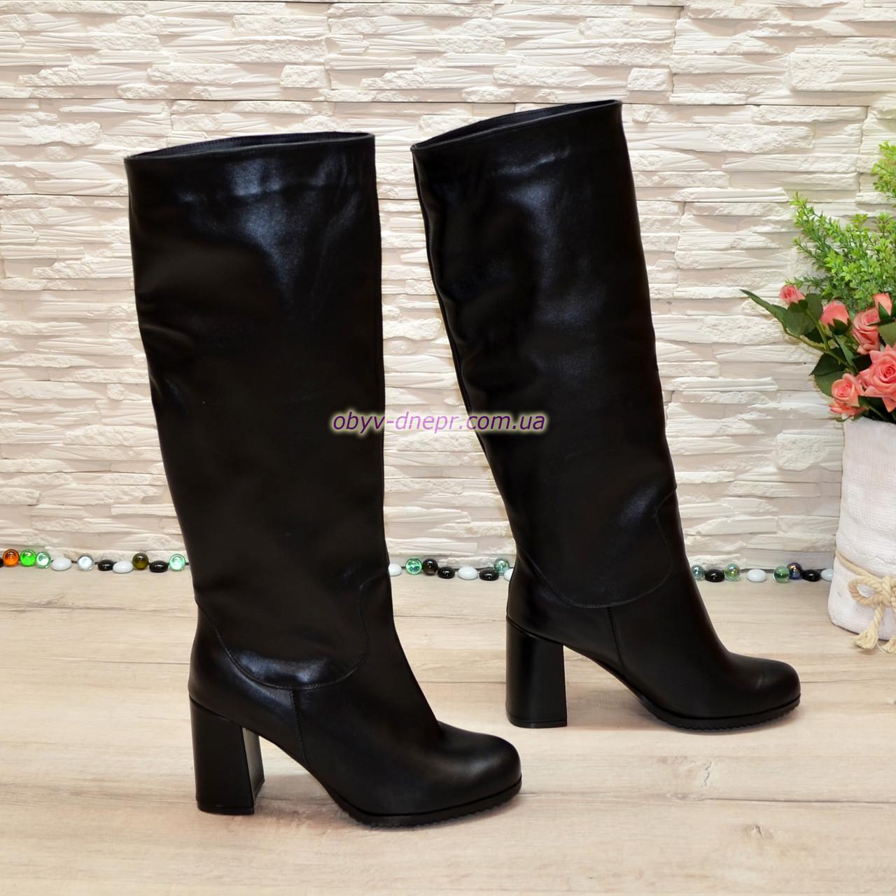 Сапоги-трубы женские кожаные на устойчивом каблуке, цвет черный