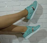 Стильные бирюзовые кроссовки