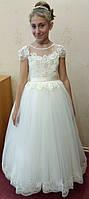 10.40 Нежное молочное нарядное детское платье с цветочками на 8-11 лет