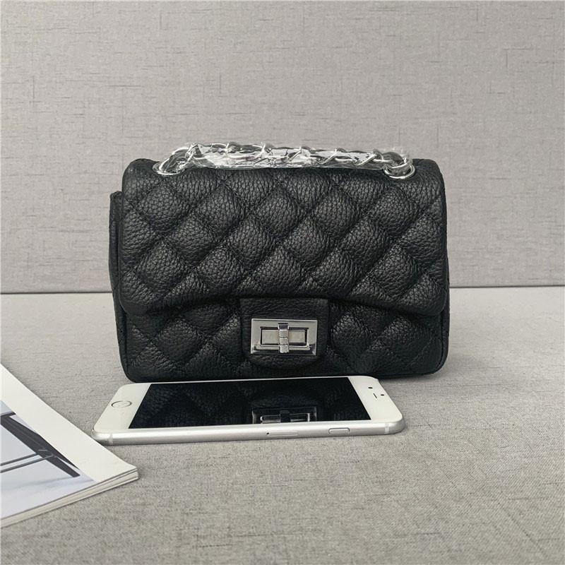 Сумочка в стиле Шане-ль размер 20см серебристая фурнитура / натуральная кожа #866-S Черный