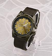 Чоловічий наручний годинник з зеленим ремінцем код 199
