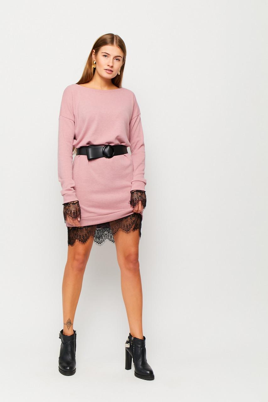 Короткое розовое ангоровое платье с кружевом