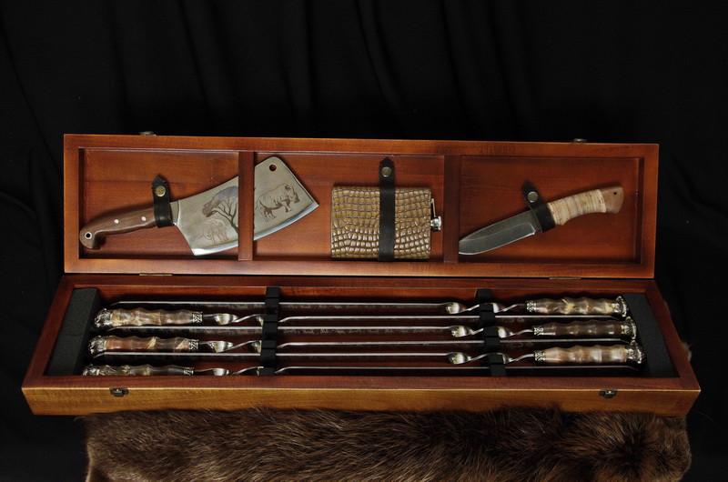 """Солидный подарок мужчине - набор для пикника """"Саванна люкс"""" в футляре с лазерной гравировкой"""