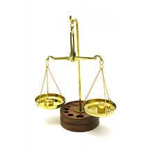Весы бронзовые с гирьками на деревянной подставке