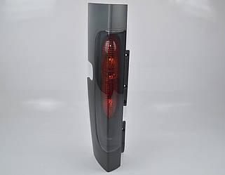 Задний фонарь R (правый, ляда) на Renault Trafic II 2001->2006 - Renault (Оригинал) - 8200336830