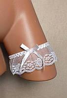 Белая свадебная подвязка на ногу С-142