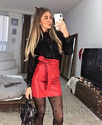 Женская красная юбка из эко-кожи с поясом