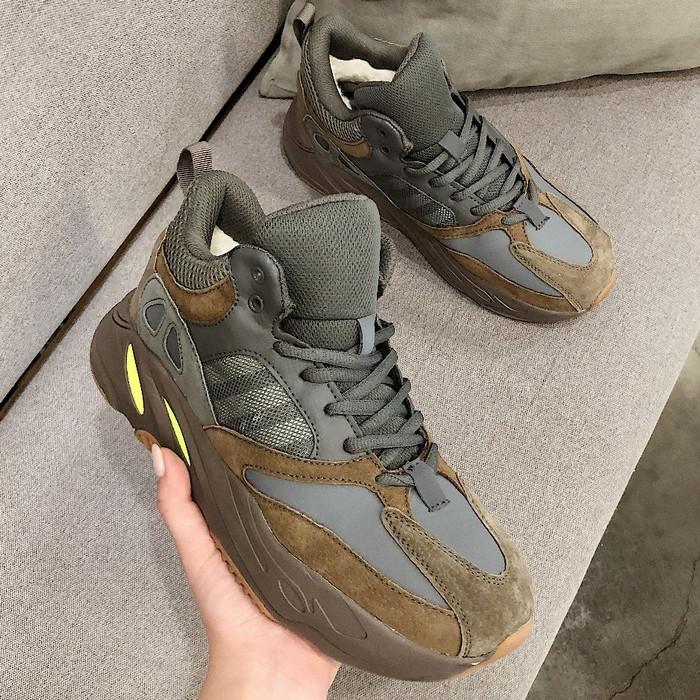 Теплые мужские кроссовки Adidas Yeezy Boost 700 (МЕХ) темно-серые (Top replic)