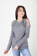 Вязаный серый свитер с открытыми плечами