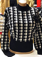 Женский укороченный свитер в клетку