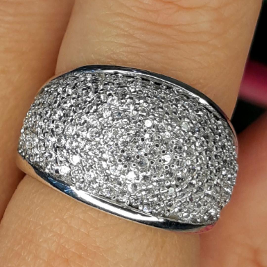 Серебряное кольцо с фианитами усыпка - Женское серебряное кольцо усыпанное камнями