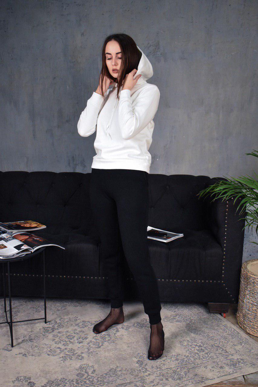 Женский утепленный спортивный костюм с капюшоном бело-черный