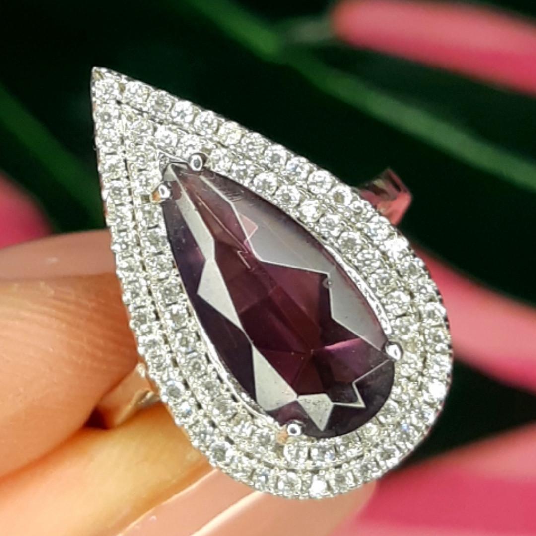Серебряное кольцо с фиолетовым камнем