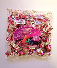 Шоколадные конфеты «Dolciaria Monardo Pralines» с ягодным пралине 450 грамм, Италия