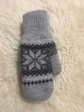 Жіночі вовняні рукавички з хутром.