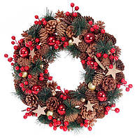 Венок из хвои и натуральных шишек 43 см, украшенный ягодами и звездами
