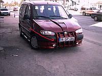 Peugeot Partner 1996-2008 гг. Накладка на передний бампер Клыки (под покраску)