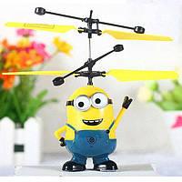 Летающий миньон UTM игрушка-вертолет интерактивная