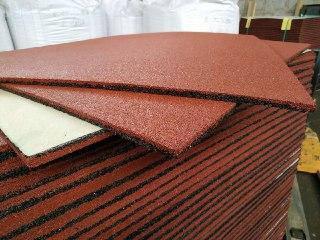 В упакованном поддоне 20 мм резиновой плитки 50 шт. Вес плитки 18.5 кг.