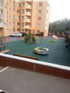 Киев ,300 кв метров , двор новостроя ОСББ.