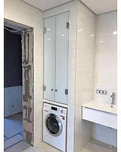 Стеклянная дверца в ванный шкаф
