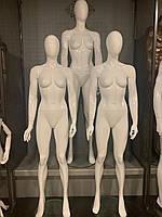 Манекены женские на стеклянной подставке