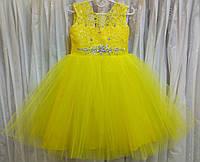 3.297 Необычное желтое нарядное детское платье-маечка с гипюровым лифом на 3-5 лет