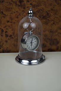 Часы серебристые круглые