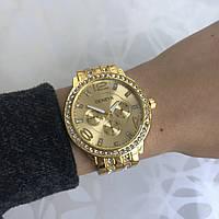 Женские наручные часы металлические Geneva с камнями золотистые