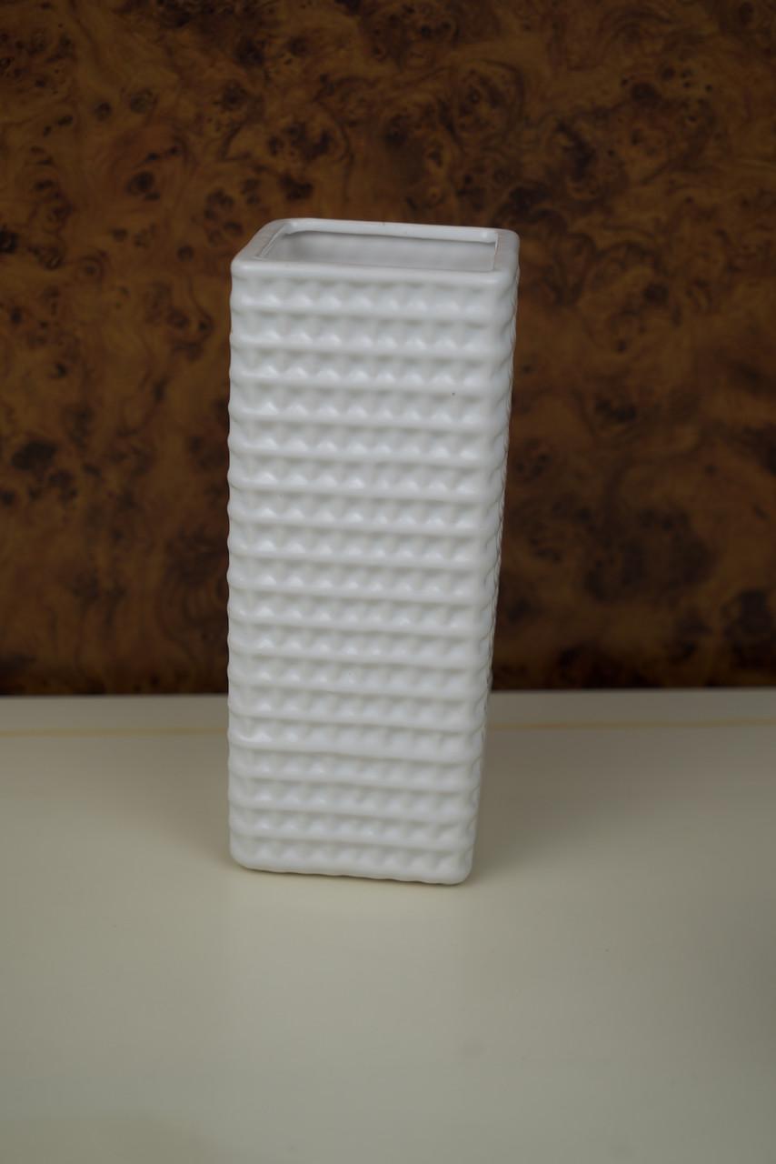 Ваза для квітів біла керамічна ребриста