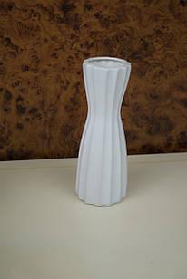 Ваза для цветов белая керамическая ребристая