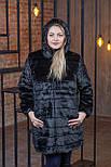 Женская черная искусственная шуба в больших размерах с капюшоном и поясом 392098, фото 4
