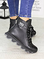 Кожаные женские ботинки на рифленой подошве