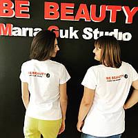 Футболка з логотипом для студії краси