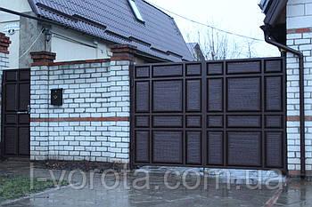 Распашные ворота с калиткой  (дизайн филенчатые ворота с узким полем)