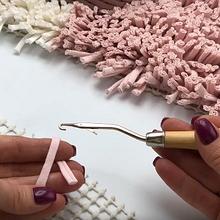 Как использовать крючок для ковровой техники с трикотажной пряжей и сеткой-канвой