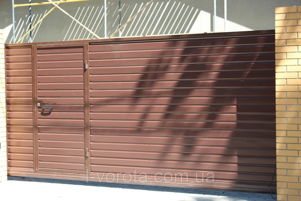 Откатные ворота 4000, 2000 с врезной калиткой (дизайн профлист)