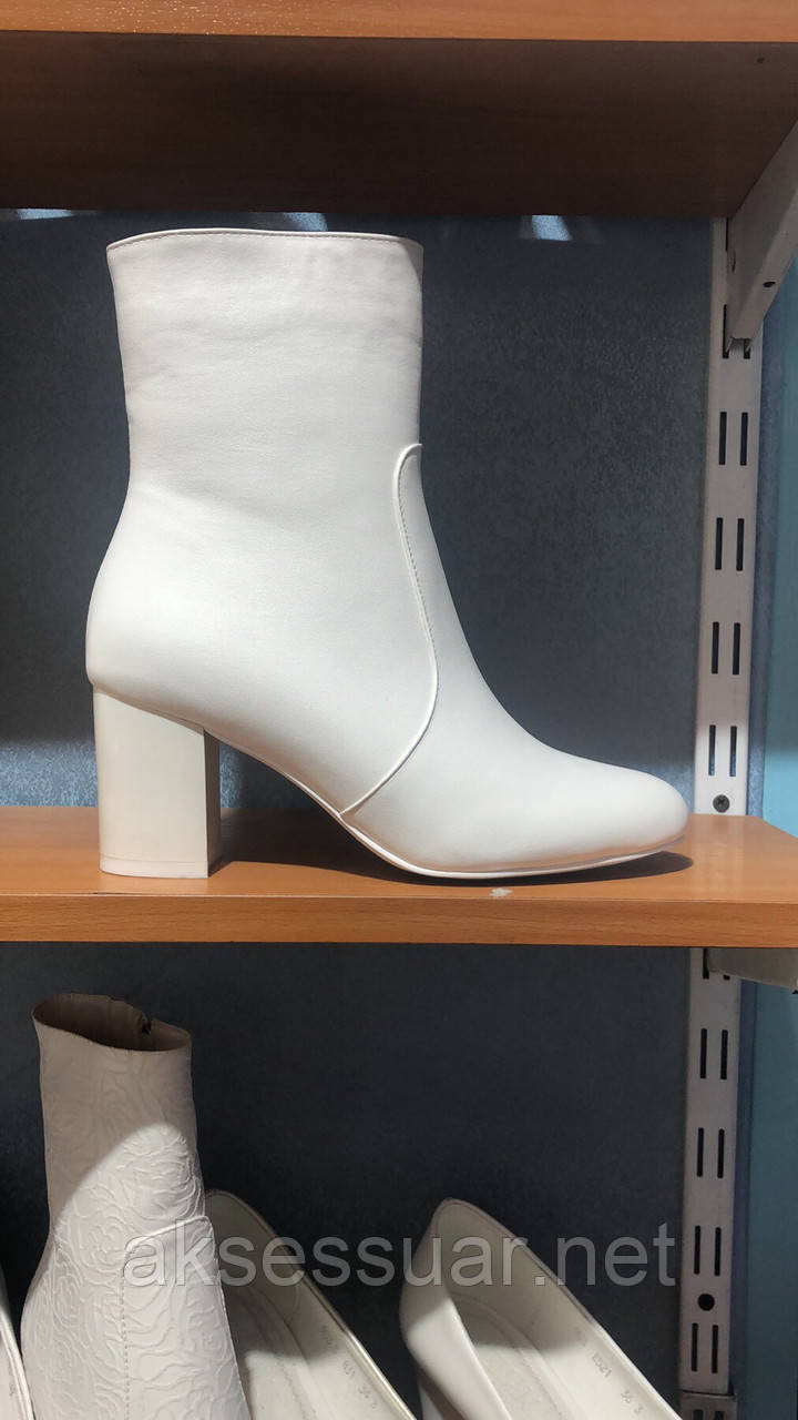 Свадебные белые сапоги
