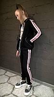 Костюм спортивний для девочки чорний с капюшоном и розовыми лампасами с люрексом