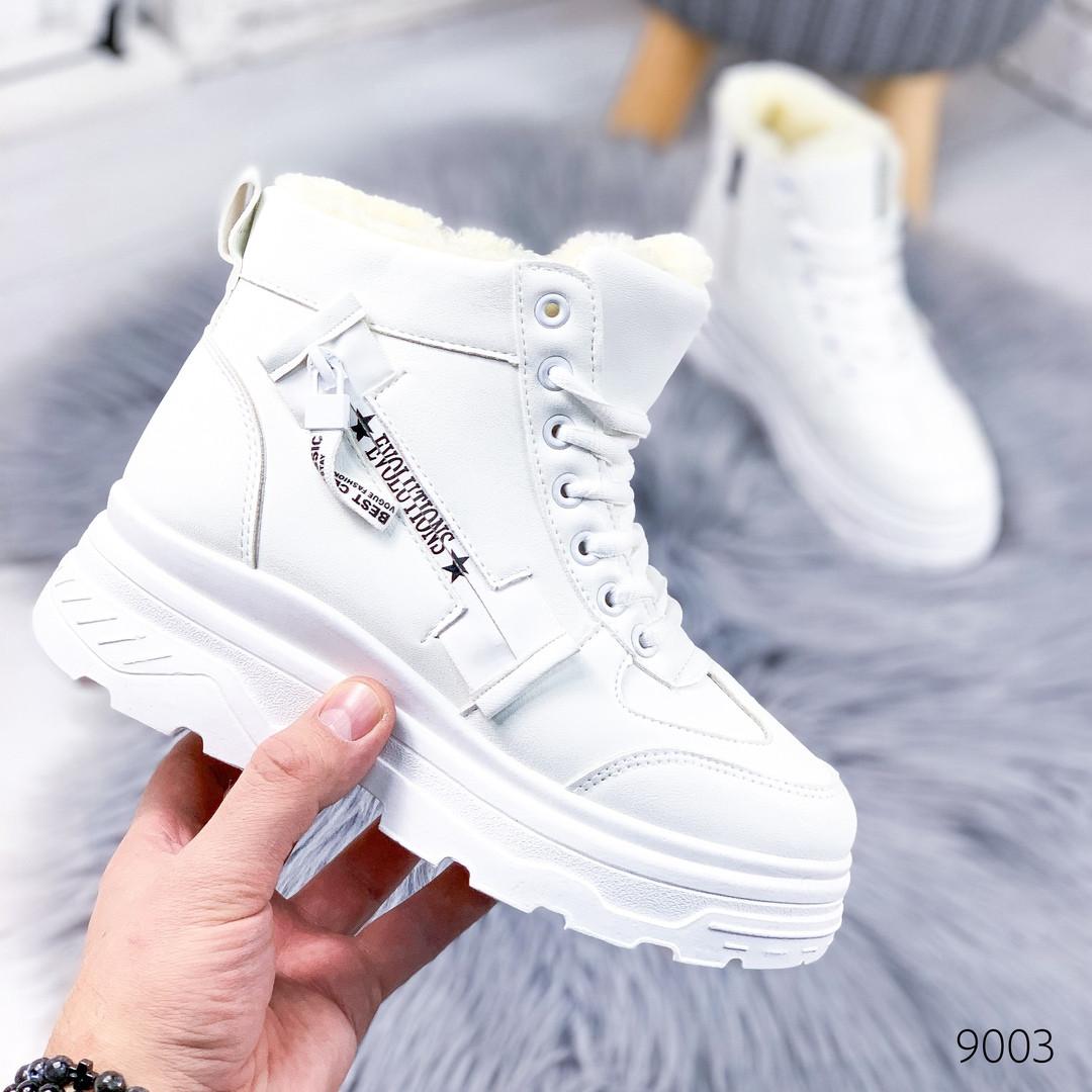Женские зимние ботинки на фигурной подошве платформе белые
