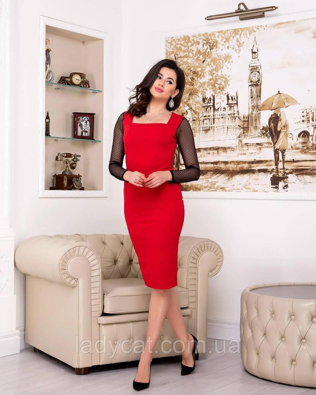 Элегантное красное платье футляр с  длинными рукавами  из полупрозрачной сеточкой